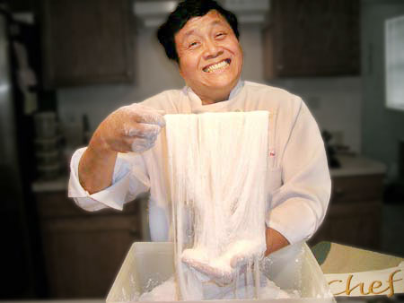 Chef Poon reveals the secret of making Silk Dragon Beard Candy